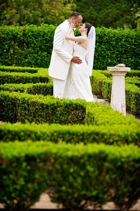 Bride and groom kissing in the Bermuda Botanical Gardens